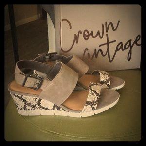 Crown Vintage Sandals Size 9.5